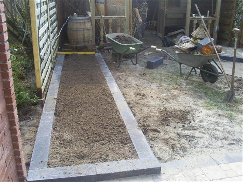 Aanleg van tuin met grind rob 39 s tuinen - Tuin grind decoratief ...