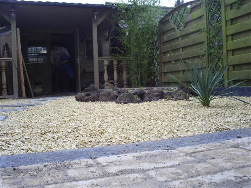 Tuin Met Grind : Tuin aanleggen met grind: hout beton schutting: grind voor de tuin.
